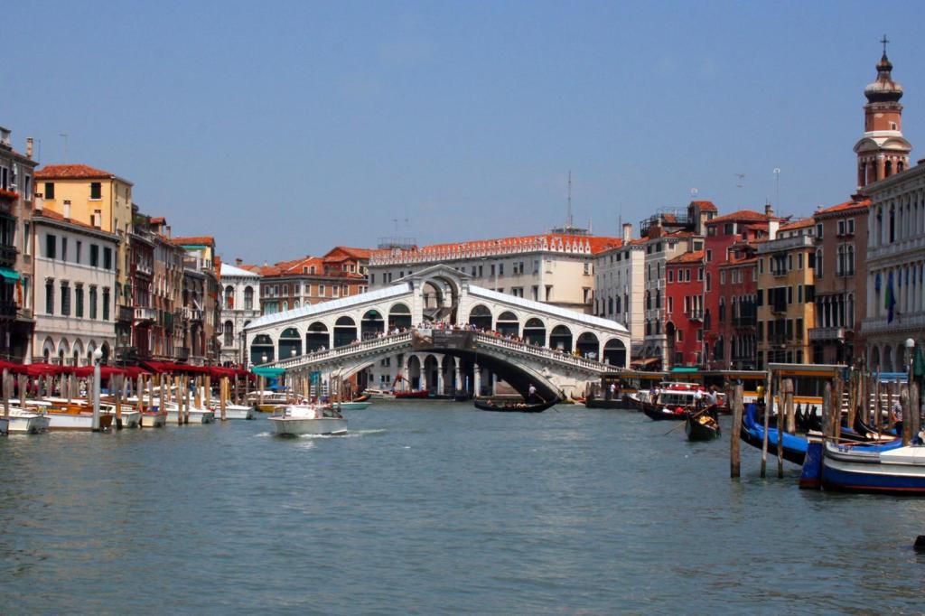 Ponte Di Rialto Bridge